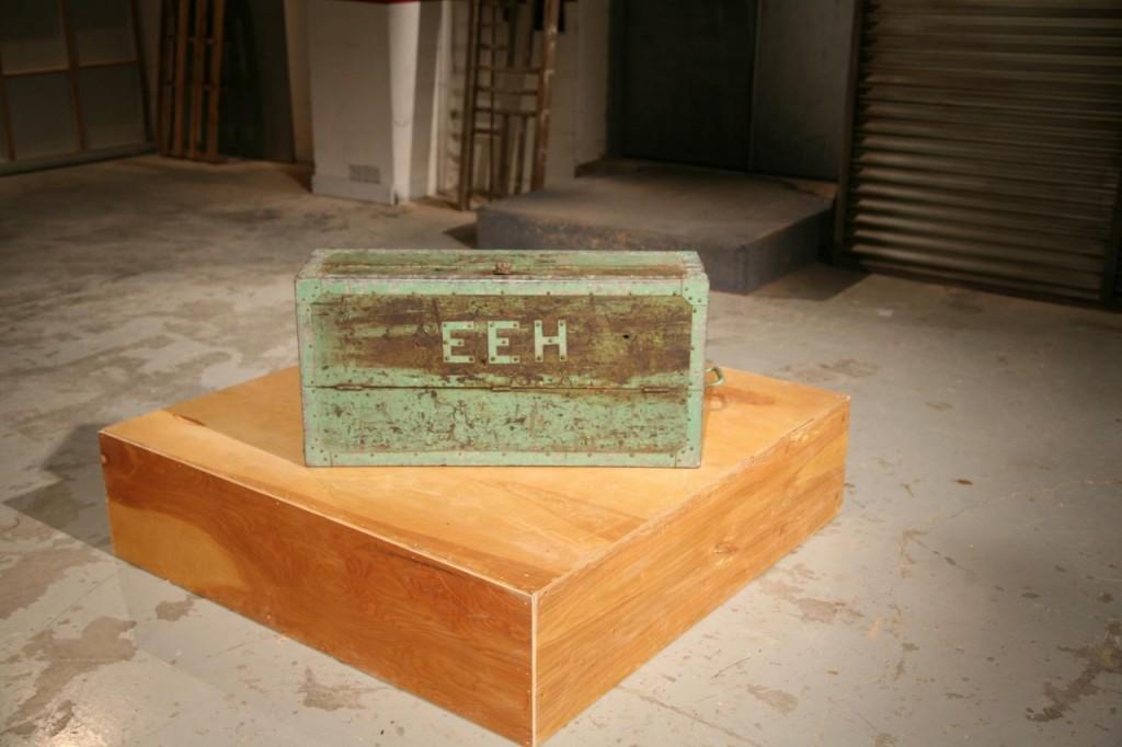 hfmf511h_trunk-bench-before_h-jpg-rend-hgtvcom-1280-853
